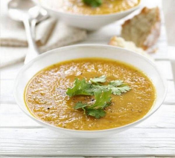 Supă-cremă de morcovi și coriandru