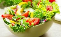 Vei avea cu 3 kilograme în minus în doar 4 zile. Iată care este salata care te ajută să faci acest lucru!