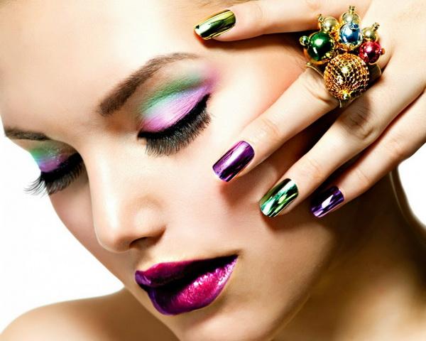 unghii colorate strident