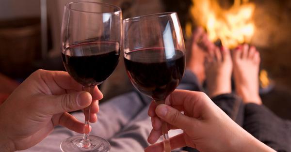 Bea-un-pahar-de-vin-roșu-înainte-de-culcare