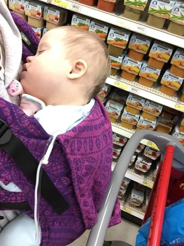 O femeie s-a apropiat de ea în magazin în momentul în care aceasta își săruta copilul