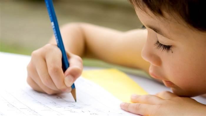 Scrisoarea copilului obligat să adoarmă singur, către mama sa