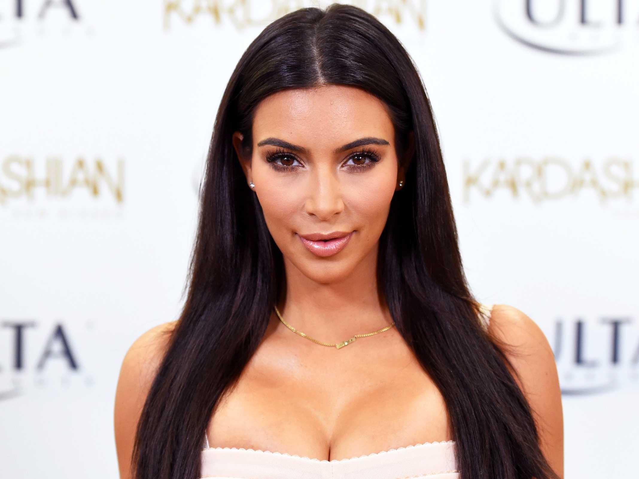 kim-kardashian-dezvaluit-cate-sute-de-mii-de-dolari-face-dintr-o-singura-postare-pe-instagram