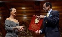 Rihanna a fost premiată aseară de Harvard