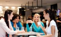 De ce femeile au nevoie mai mult de prietene cu înaintarea în varstă?