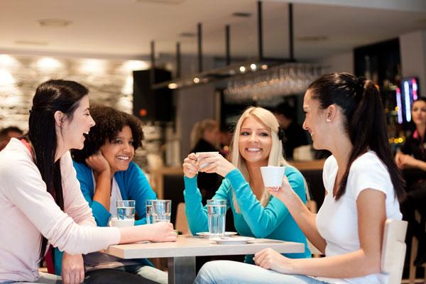 De-ce-femeile-au-nevoie-mai-mult-de-prietene-cu-inaintarea-in-varsta