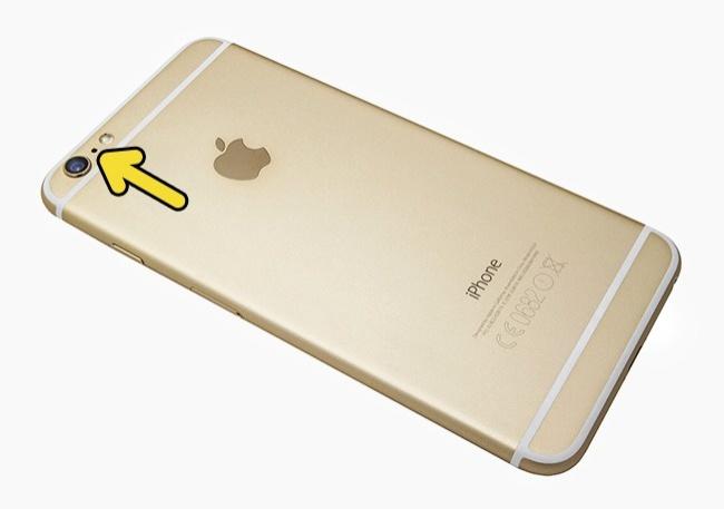 Gaura dintre camera și blițul unui iPhone