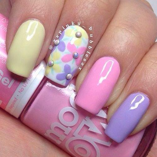 unghii colorate pentru Pasti