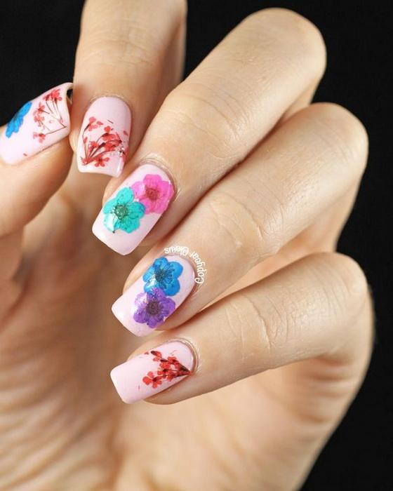 unghii pictate cu flori de primavara