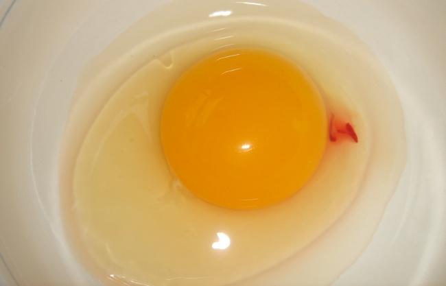 Încă un lucru ciudat despre ouă - petele roșii