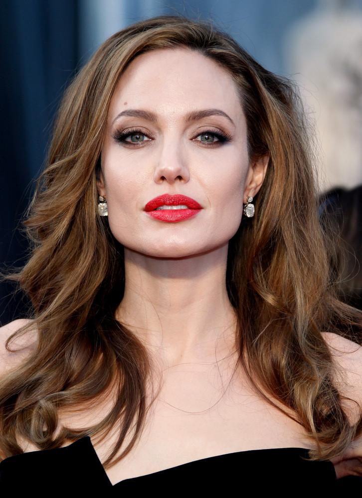 Angelina Jolie decide să vorbească despre Shiloh, fetița ei ce își dorește să fie băiat2