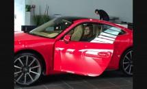 Are milioane de euro în cont, maşini de lux, dar a luat permisul din 3 încercări! Cine e vedeta?