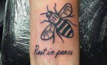 Ariana Grande s-a tatuat în memoria victimelor din Manchester
