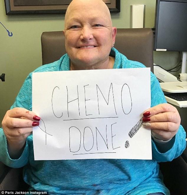 """Debbie Rowe cu mesajul: """"Gata cu chimioterapia! """""""