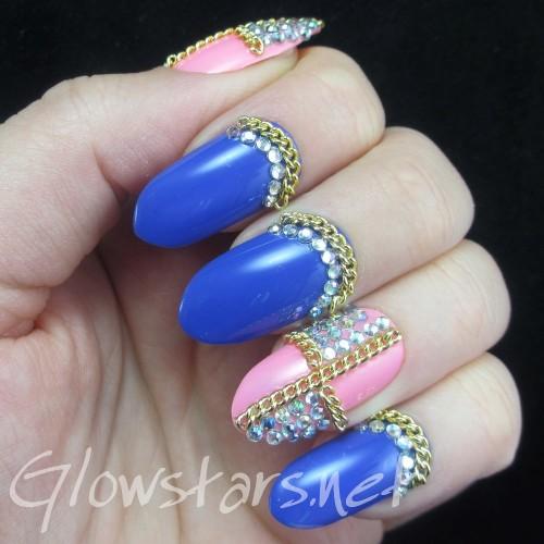 Model unghii albastre cu bijuterii