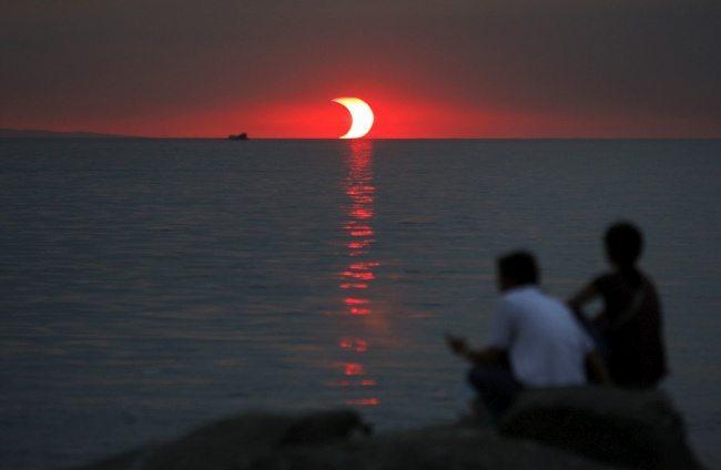 Răsărit și eclipsă în același timp