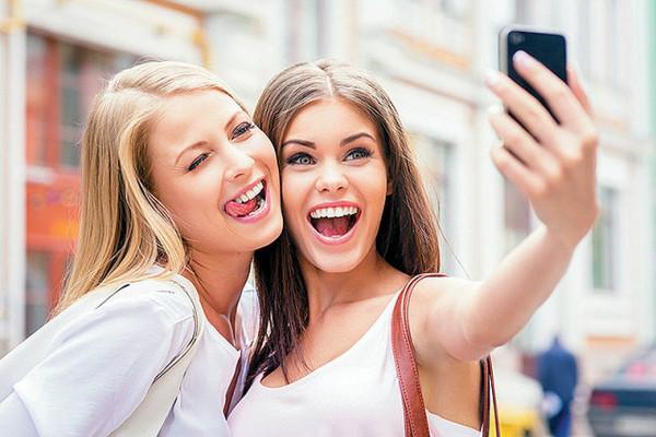 """S-a descoperit o nouă boală mintală. Selfie-ul este din ce în ce mai """"periculos 1"""