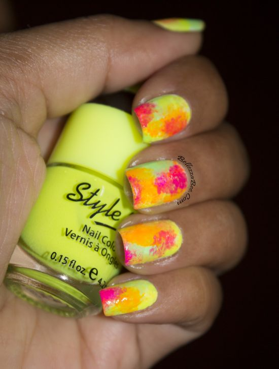 model de unghii in culori multicolore