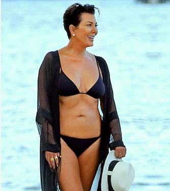 Aşa mamă, aşa fiice, aşa nepoţi - Kris Jenner are 61 de ani! 1