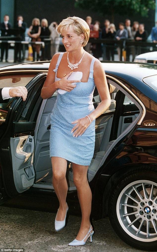 Prinţesa Diana purta mereu geantă plic...ca să se ascundă! 1