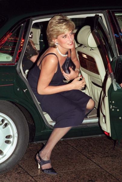 Prinţesa Diana purta mereu geantă plic...ca să se ascundă! 2