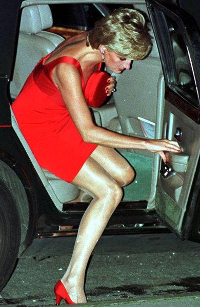 Prinţesa Diana purta mereu geantă plic...ca să se ascundă! 5