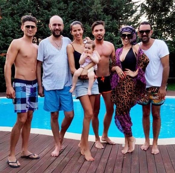 Raluca Bădulescu şi-a etalat corpul la piscină 3