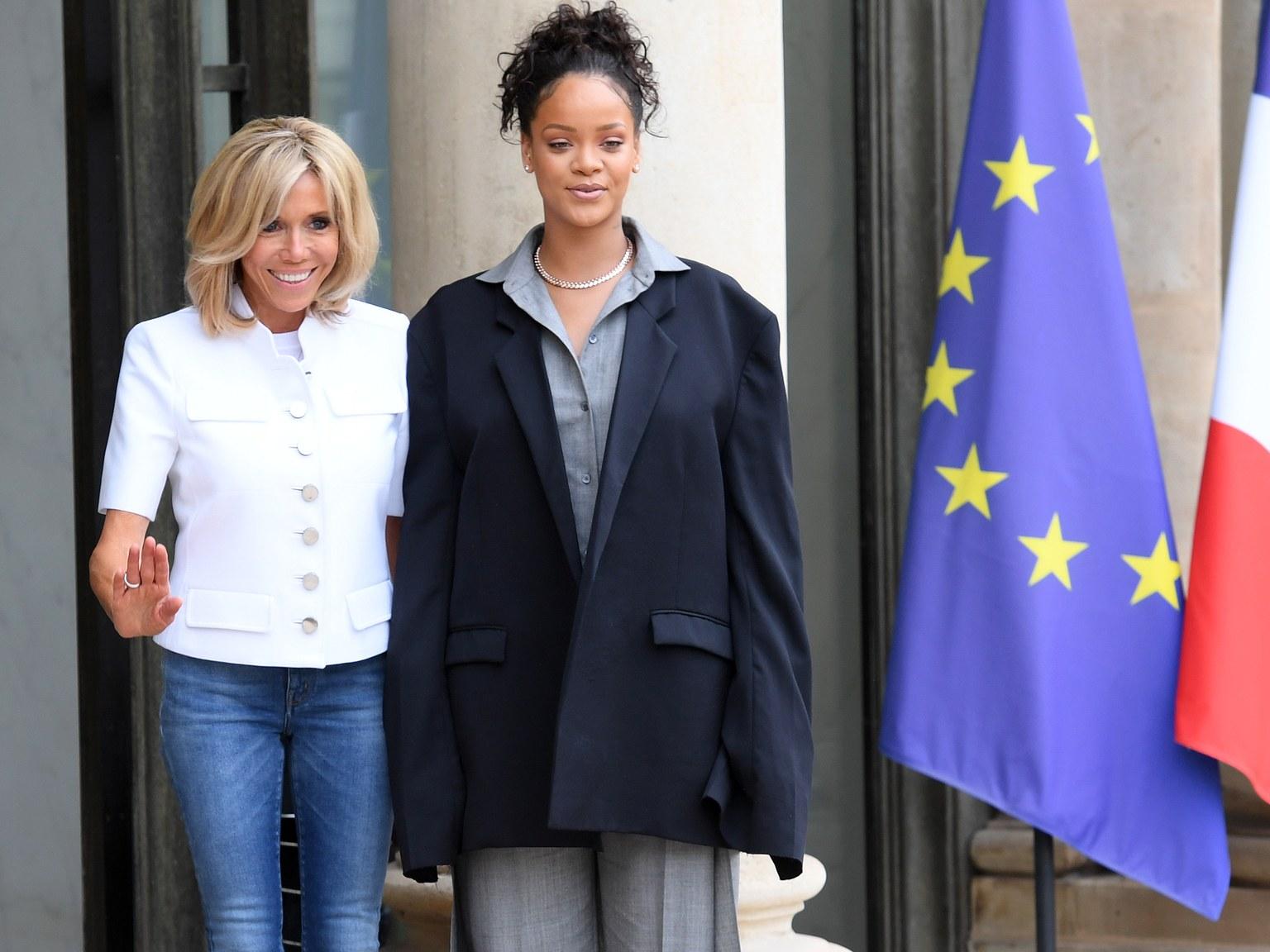 Rihanna s-a îmbrăcat ciudat de diferit la întâlnirea cu preşedintele Franţei 2