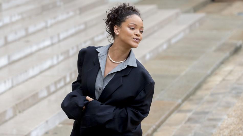 Rihanna s-a îmbrăcat ciudat de diferit la întâlnirea cu preşedintele Franţei (4)