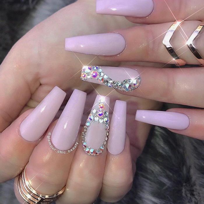 manichiura-cu-bijuterii