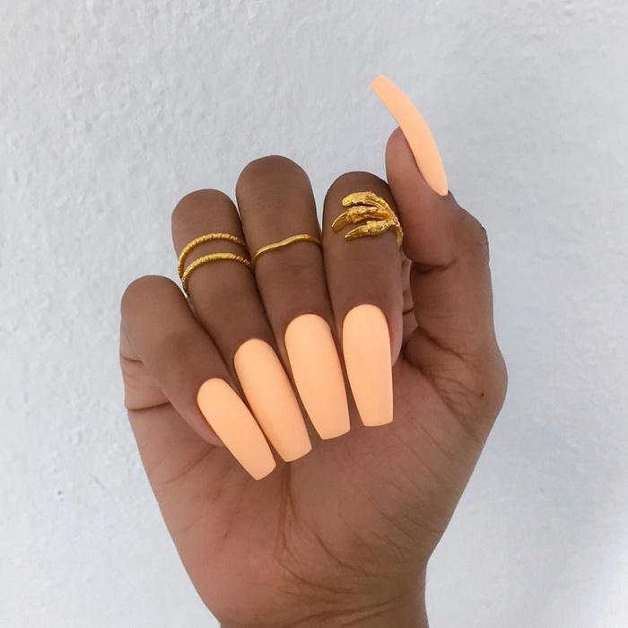 mode de unghii portocaliu pentru vara