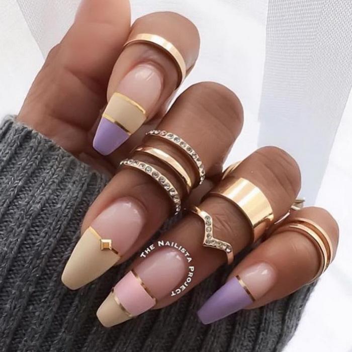 unghii aurii cu bijuterii