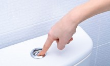 7 lucruri pe care nu trebuie să le arunci niciodată în vasul de toaletă!