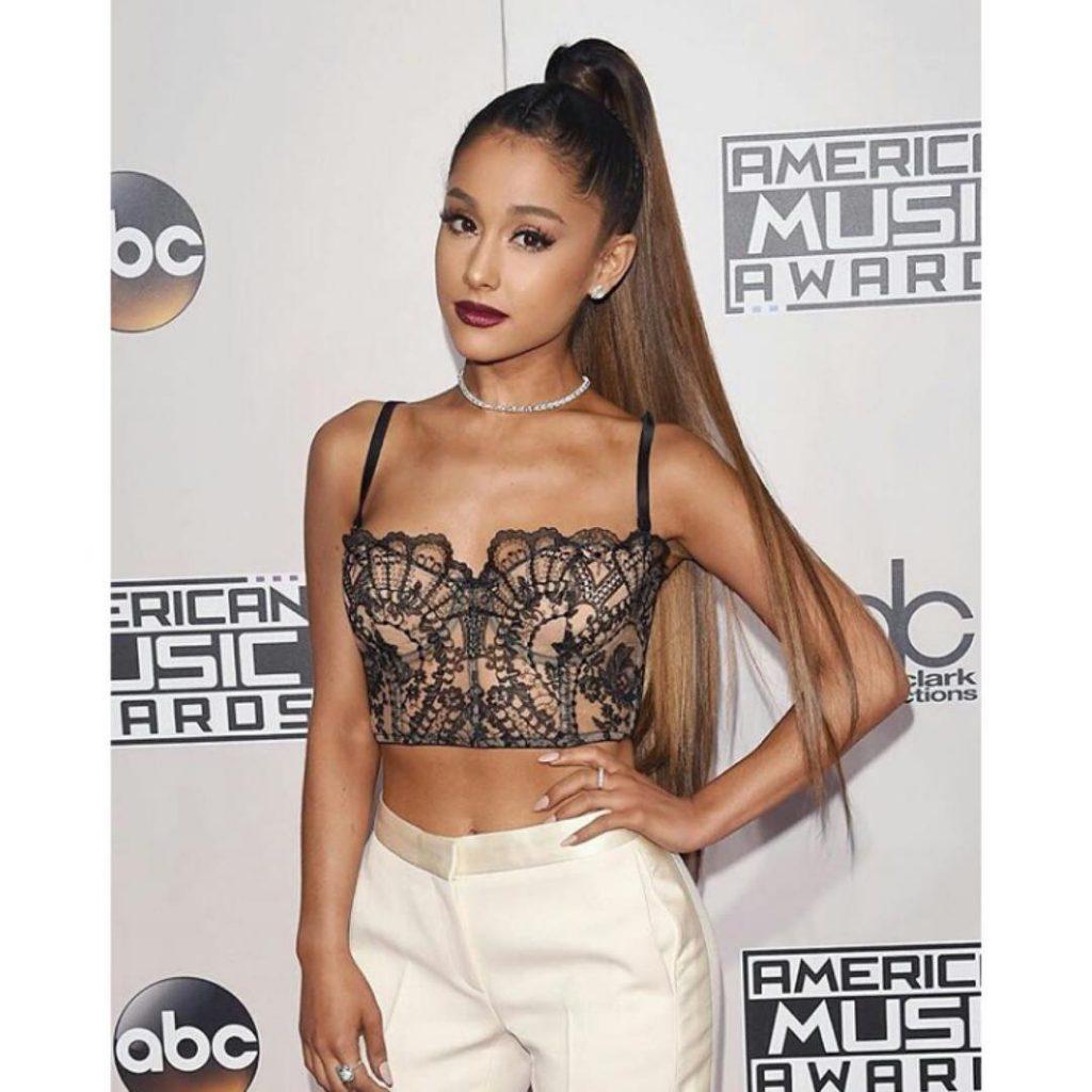 Ariana-Grande-in-ID-Sarrieri-1024x1024
