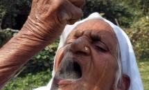 Cea mai ciudată dietă din lume: DIETA CU NISIP! Are 78 de ani şi îl consumă zilnic!
