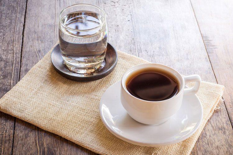 Cafea cu apa plata
