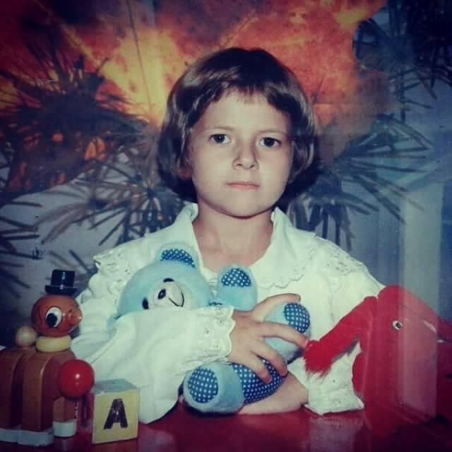 Imagini de colectie cu Lidia Buble din copilarie (2)