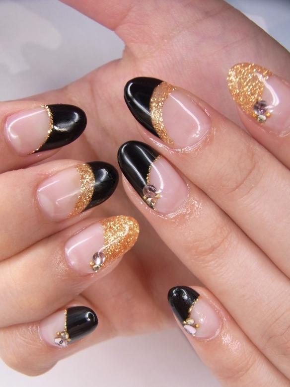 manichiura nunta auriu si negru