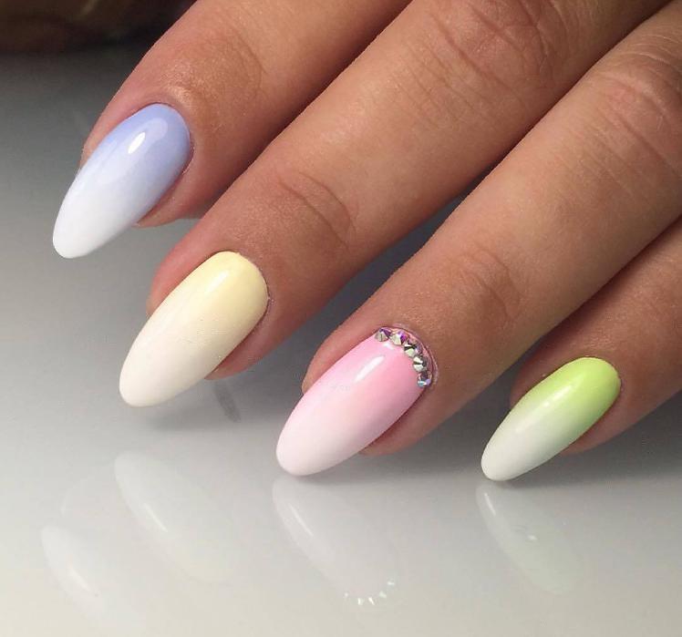 manichiura rotunda colorata