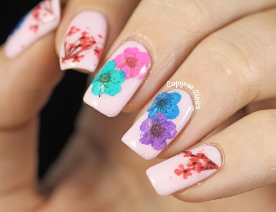model unghii cu flori de primavara