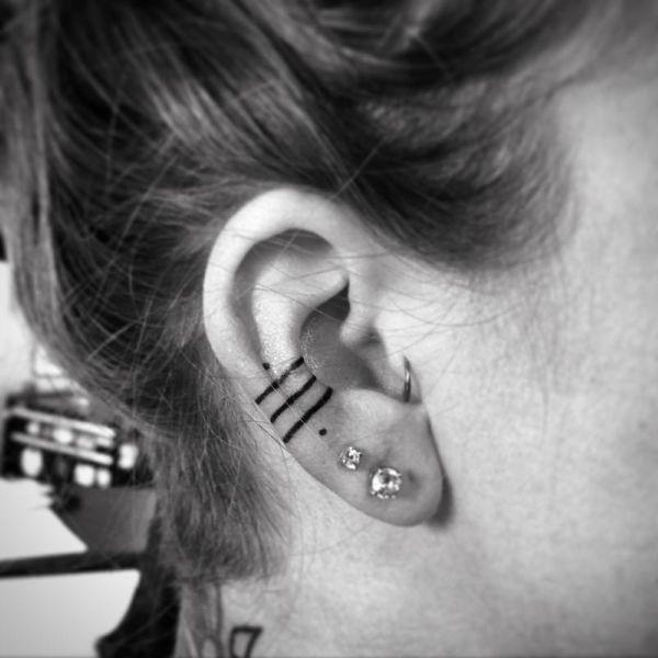 tatuaje in zona urechii 3