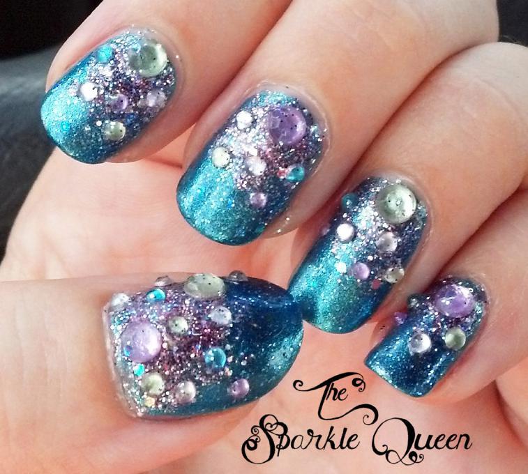unghii albastre cu pietre