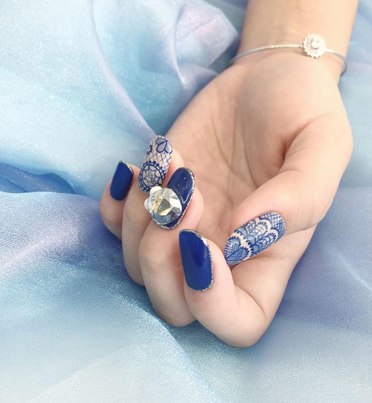 unghii albastre mireasa