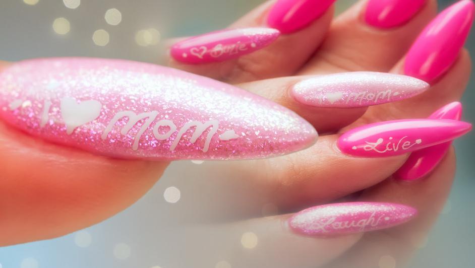 unghii ascutite roz