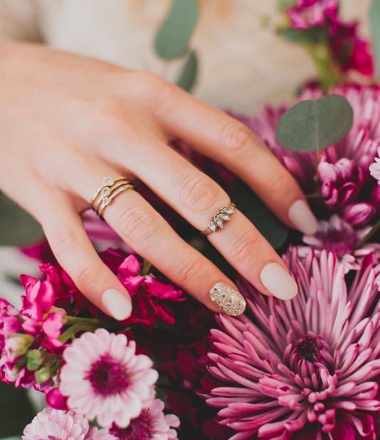 unghii aurii mireasa