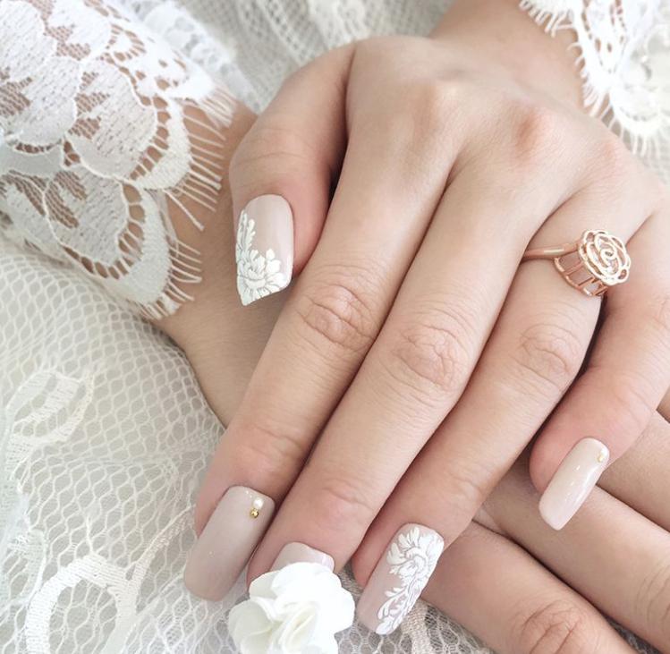 unghii de nunta cu broderie