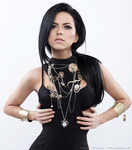 Inna-inna-romanian-singer-19584792-442-500