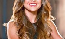 Ce ținută de toamnă a ales să poarte Selena Gomez