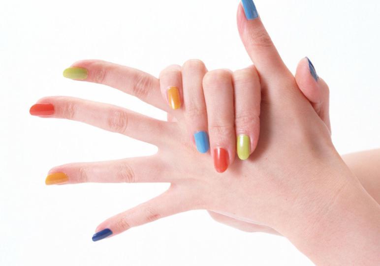 model unghii gel in culori diferite