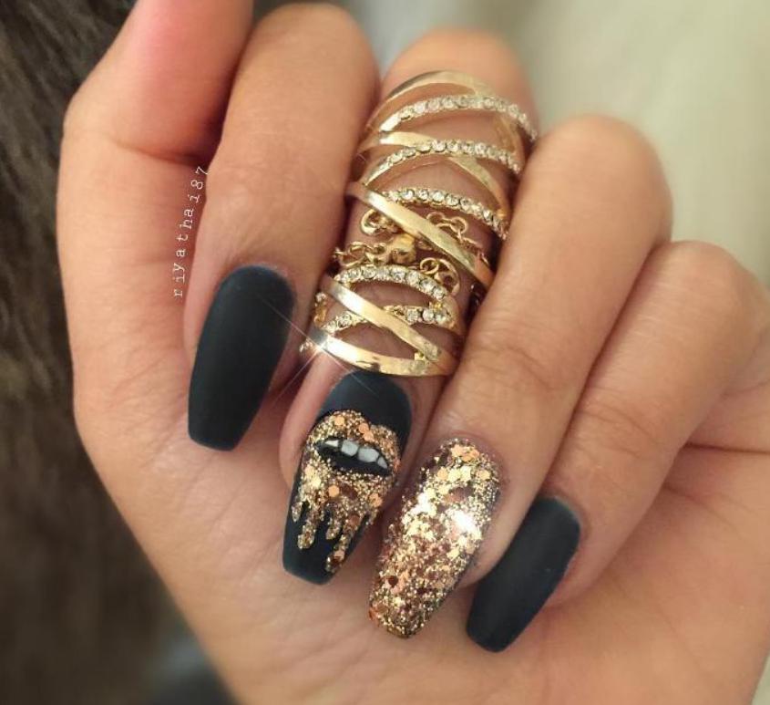 model unghii negru si auriu
